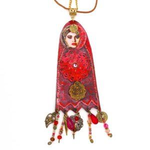 Sautoir bohème artisanal touareg ethnique rouge.