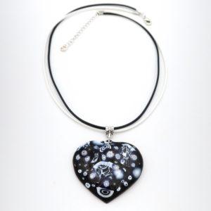 Collier pendentif en émail coeur noir et blanc