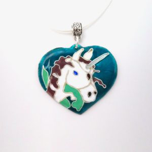 Collier pendentif en émail cloisonné coeur licorne